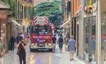Cornicione pericolante in centro storico a Verona, Vigili del Fuoco sul posto FOTO