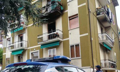 Tragedia sfiorata a Verona: palazzo in fiamme, gli agenti salvano due condomini intrappolati