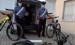 Fingevano di essere turisti per rubare le biciclette a noleggio e smontarle, arrestati