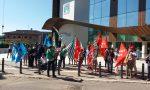 """Presidio dei lavoratori della Sanità Privata davanti all'ospedale di Negrar: """"Siamo stati dimenticati"""""""
