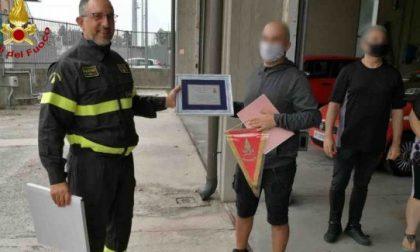 Lo strapparono alla morte dopo l'incidente, incontra i Vigili del Fuoco per ringraziarli