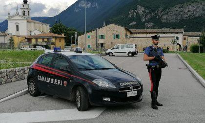 Erano in vacanza sul lago di Garda, gli agenti trovano attrezzi da scasso nascosti nel loro baule