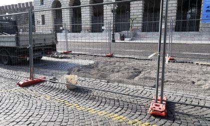 In piazza Bra rifacimento della pavimentazione all'altezza dell'area di sosta dei taxi