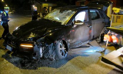 Incidente a Verona: durante il frontale, una delle due auto si ribalta, 4 feriti