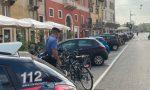 Porta Vescovo, vede uno sconosciuto pedalare sulla sua bicicletta: due denunciati