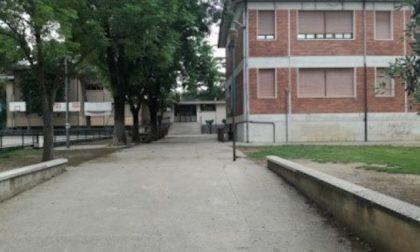 Primaria Guarino: bambini tornano a scuola ma trovano solo le sedie!