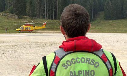 Scivola sul sentiero, 51enne recuperata dal Soccorso Alpino