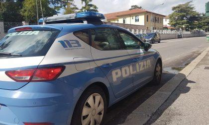 Folle gara di velocità tra auto in Via Mameli: denunciati due giovani