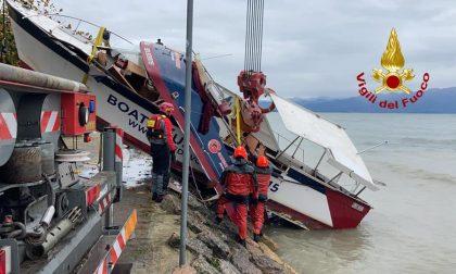 Maltempo a Peschiera del Garda: barca rompe l'ormeggio e va alla deriva