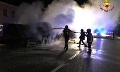 Paura a Bussolengo: autoarticolato in fiamme vicino a una palazzina