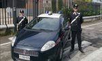 Moglie e figlia si scagliano contro i Carabinieri per impedire l'arresto del 77enne