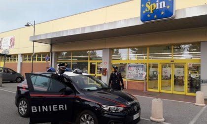 In sella al suo motociclo mette a segno furti in tre supermercati diversi