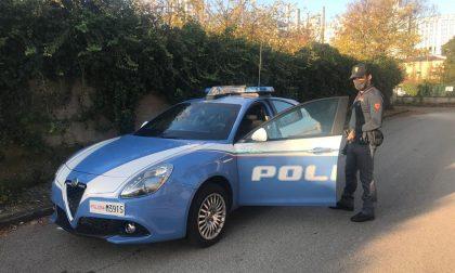 Armi da taglio e droga nascoste nell'auto: nei guai un pluripregiudicato