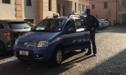 Sorpreso mentre fruga all'interno di un'auto in sosta a Verona