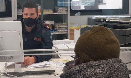 Consegna un passaporto contraffatto al fine di ottenere il permesso di soggiorno per lavoro