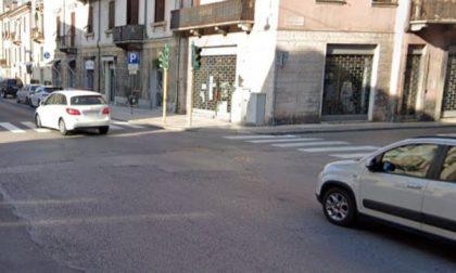Grave scontro tra moto e bici a Verona: una zuffa vicino all'incidente intralcia i soccorsi