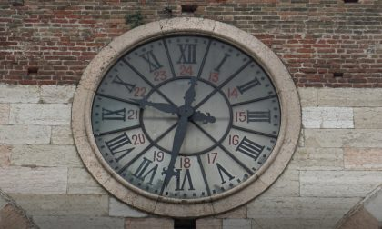 Torna a funzionare l'orologio di piazza Bra, era rimasto danneggiato dal nubifragio VIDEO