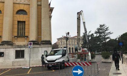 Prosegue la messa in sicurezza del tetto di Palazzo Barbieri danneggiato dal nubifragio