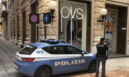 Ruba in un negozio e aggredisce la vigilanza, arrestato 25enne pregiudicato