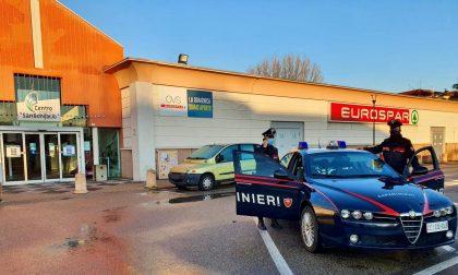 Rubano superalcolici all'Eurospar di San Bonifacio e spingono i dipendenti per guadagnarsi la fuga
