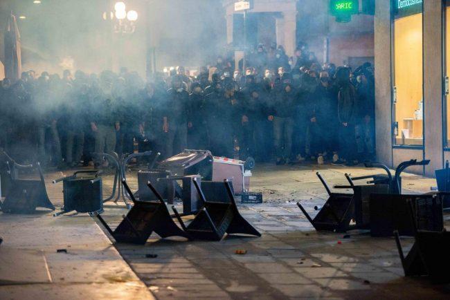 Guerriglia in Piazza Erbe: perquisizioni all'alba della Digos scaligera