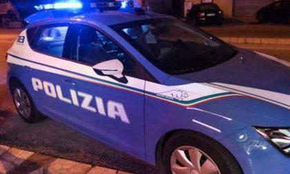 Occulta un bracciale d'oro negli slip e aggredisce gli agenti: 24enne pregiudicato arrestato