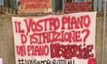 """Rinvio del rientro in classe, gli studenti protestano a Verona: """"Non siamo burattini"""""""