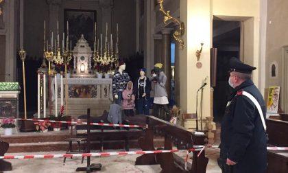 Crolla il tetto della canonica durante la messa, 18enne gravissimo: si era arrampicato in cima con l'amico per una bravata