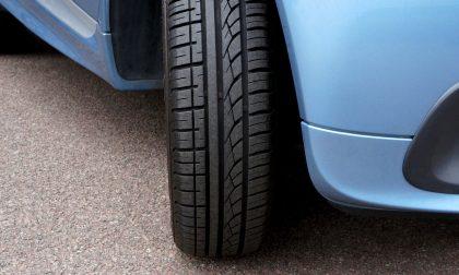 Vende online quattro pneumatici ma viene raggirato e alla fine li paga lui