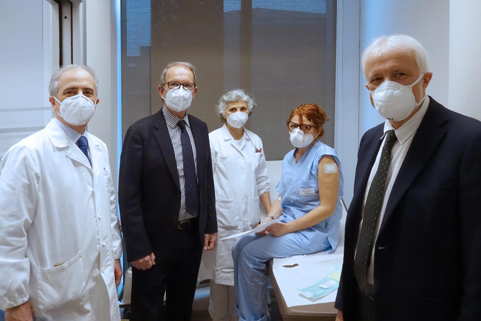 Sottoposti al vaccino anti Covid-19 i primi 120 operatori ...