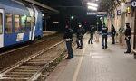 Servizio anti-assembramento della Polizia nella stazione ferroviaria