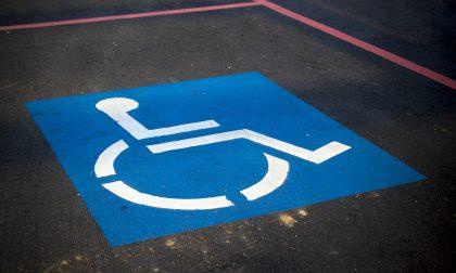 Sanzioni più pesanti a Verona per chi occupa i parcheggi disabili