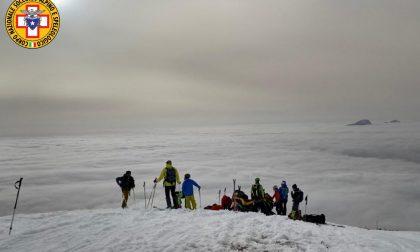 Scialpinista si infortuna nella fase di discesa dal Rifugio Chierego