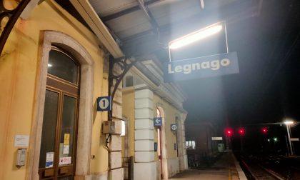 Ubriaco rompe a testate i vetri della stazione di Legnago e si scaglia contro i poliziotti