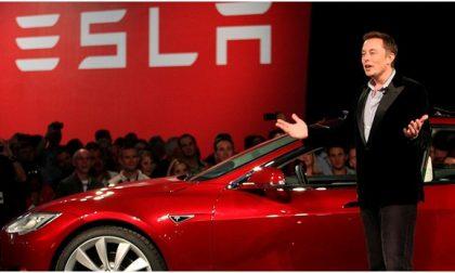 Tesla sorpassa Facebook, il prezzo per azione arriva a 880 dollari