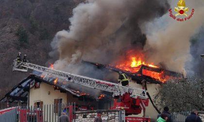 Le foto dell'incendio che ha distrutto un'abitazione a Brentino Belluno