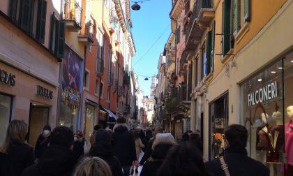 Assembramenti nel week end, in un bar di Verona trovate 11 persone all'ora del coprifuoco