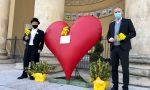 Posizionato sulla scalinata di palazzo Barbieri il cuore rosso di Verona per l'8 marzo