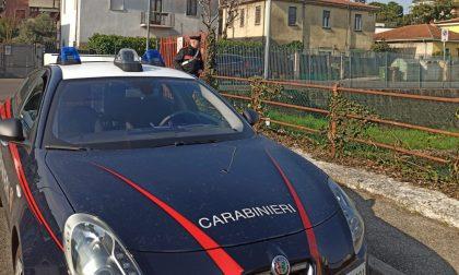 Vuole lanciarsi nel canale Camuzzoni ma viene salvato dai Carabinieri
