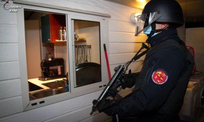 Assalti con l'esplosivo agli sportelli Atm, fermata la banda sinti: sette arresti