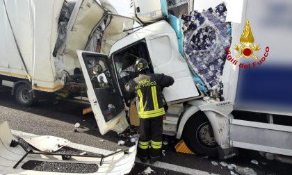 Le impressionanti foto del maxi tamponamento in A4 tra Padova e Vicenza: traffico in tilt