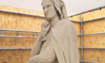 Il video dietro le quinte del restauro in corso della statua di Dante