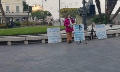 """Il video delle frasi shock alla manifestazione No vax: """"Medico vai a f*****"""""""