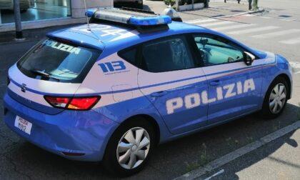 Ruba dentro alla roulotte di un turista tedesco e poi tenta la fuga su un motorino sprovvisto di targa