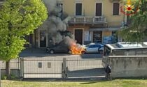 Attimi di paura a Verona: in fiamme due auto, danneggiate le vetrate di alcuni negozi