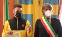 """Sboarina consegna la medaglia della città a Michele il rider sfregiato, Zaia: """"Sei il nostro eroe"""""""