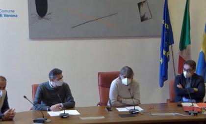 """Consegnate le lettere agli over 80, Sboarina: """"Autobus gratis per chi si reca a fare il vaccino"""""""