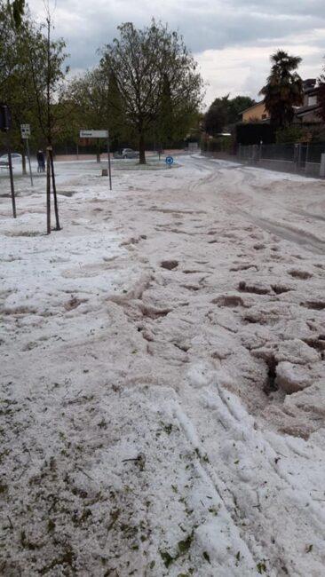 """Grandinata a Sommacampagna, edifici allagati e colture devastate. Zaia: """"Stato di crisi"""""""