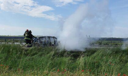 Veicolo in fiamme tra Oppeano e Vallese: Transpolesana 434 in tilt