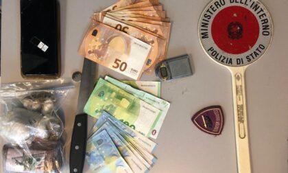 Golosine, armadio e vestiti imbottiti di droga: arrestato 34enne marocchino